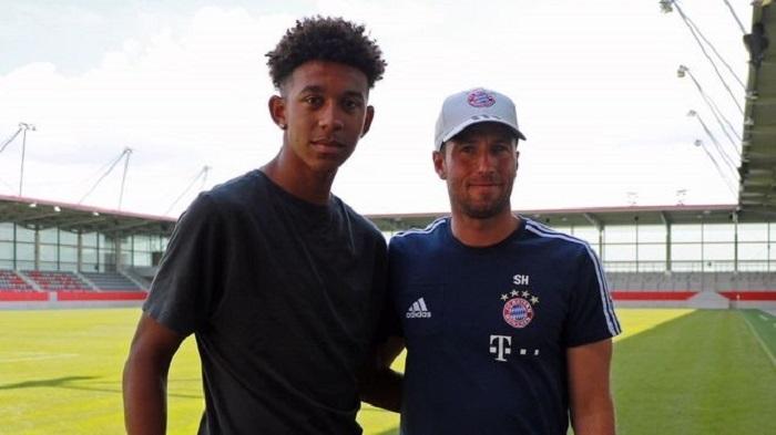 官方:拜仁慕尼黑签下美国年轻中卫