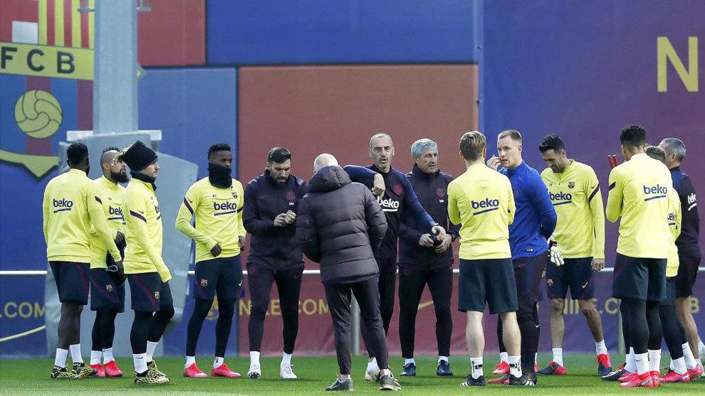 马卡:巴托梅乌现身巴萨训练场,向球员解释近期丑闻事件