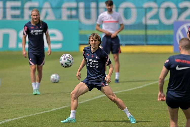 莫德里奇:贝尔对皇马仍有帮助,希望与他在欧洲杯交锋