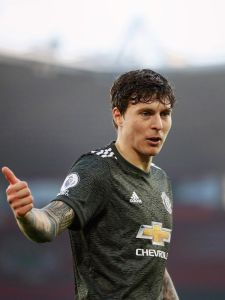 Calm under pressure? That's our Victor 🧊 #MUFC #Lindelof