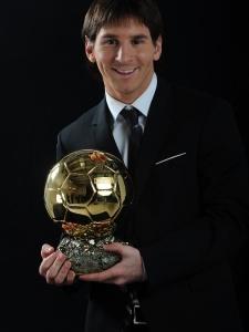 #OTD  🏆 On 1 December 2009, @leomessi received his first Ballon d'Or.   🐐 Se cumplen 11 años del primer Balón de Oro de Messi.  😍 Avui fa 11 anys Leo Messi rebia la seva primera Pilota d'Or.