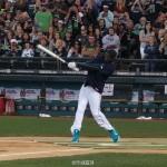 科比打棒球玩出全垒打