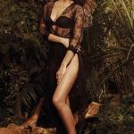 伊莲娜雨林写真秀美腿